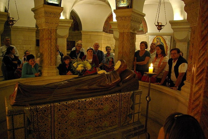 Место Успения в крипте Храма Успения Пресвятой Богородицы на горе Сион
